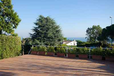 2 story house in a prestigious community close to international schools and Barcelona